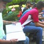 #Nacionales Le quitaron la beca a estudiantes que firmaron contra Maduro https://t.co/y7jNMJOPdK https://t.co/Np6YZLSV1L