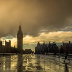 Stunning picture! Thanks @stealth_HQUK for sharing this awesome sunset in #London :) https://t.co/SPGZHPPRXR