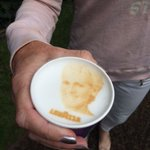 How cool is this? Lavazza coffee at Wimbledon. Takes ur photo and imprints it onto your cappuccino!!! Loving it. X https://t.co/kwnqhixYxW