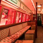 Where in #London can you sip #cocktails from inside a train carriage? ???? #Quirkybars https://t.co/809QDf8NJn https://t.co/oiGYFPfvmJ