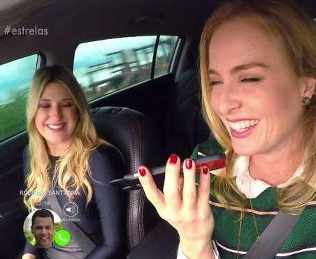 Alguém conta pra Angélica que falar ao telefone enquanto dirige pode causar um acidente!