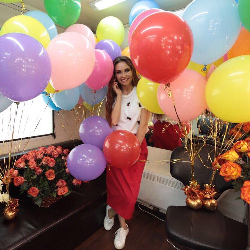 День рождения на работе ☺️ Спасибо всем за такие добрые и искренние поздравления! Вы делаете меня счастливой! ❤️ https://t.co/fmZXgwRr4g