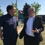 Oakville MP John Oliver speaking with Oakville Mayor Rob Burton at the Halton Multiculturalism Picnic. https://t.co/ZiaiHlaOzJ