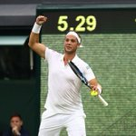 Marcus Willis leads Roger Federer 2-1 in the third set - the comeback is on! https://t.co/RFLKxTLkut #Wimbledon https://t.co/o02eD4ODlb