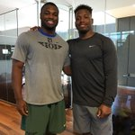 Game recognize game! @rolls_royce21 and @Jonathanstewar1 hanging out is #DuckGoals to the max. #GoDucks https://t.co/6rWEgH6DdB