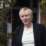 Angela Eagle to announce shes standing for Labour leadership tomorrow https://t.co/xb7zRE6CfD https://t.co/gPqDn1oErL