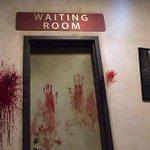 Visite d'une attraction sur le thème de «Walking Dead»