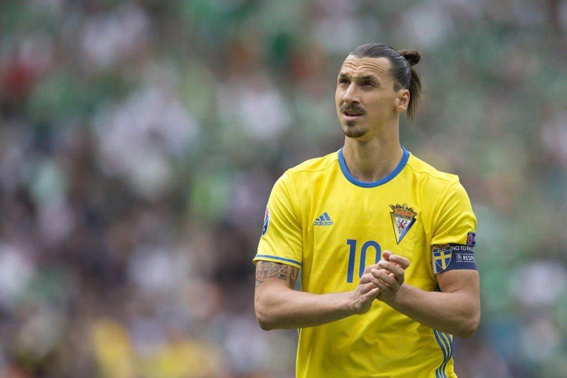 Ibrahimovic desvela su próximo club y de paso, enseña la nueva equipación del @Cadiz_CF https://t.co/hXf2amogcH