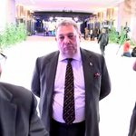 Satirical performance artist David Coburn stands silently in the background of C4 interview with the EU President. https://t.co/bDwKAOcX9w