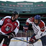 1.7.17. BU vs Umass 1.14.17 UNH vs NU In 2017, 4 college hockey teams will play @FenwayPark. #FrozenFenway https://t.co/00SI36Qvsj