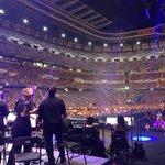 ¡Qué bonito luce #PlacidoEnElAlma detrás del escenario! Gracias público 👍🏼👏🏻👏🏻👏🏻👏🏻👏🏻 https://t.co/N46UKZYh2z