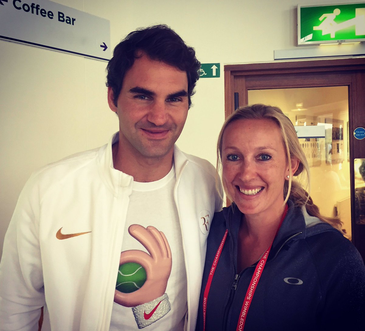 There is only one tennis player in the world I wanted a picture with and now I have it :) #GOAT #RogerFederer https://t.co/ku0m2uLzJ0
