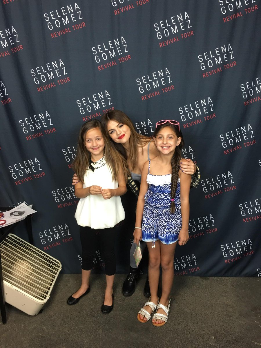 My daughter got her meet and greet with @selenagomez just now with her friend. Wish I was invited to join tonight!!! https://t.co/DqENEWCd0O