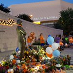 Candlelight vigil at Pat Summitt Plaza. https://t.co/XDDkE4cNX6