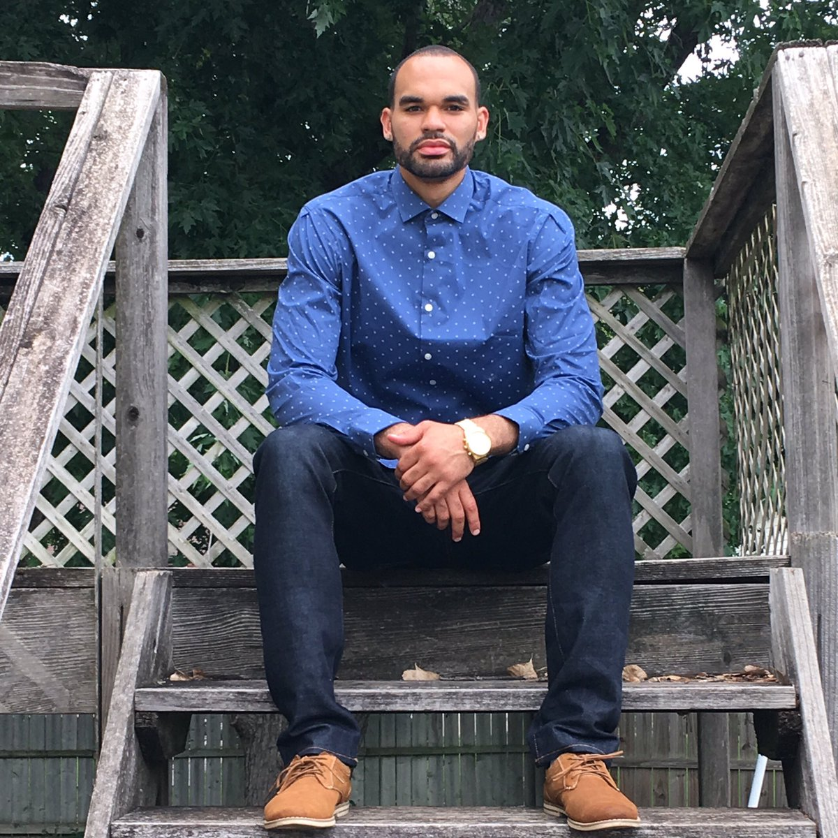 Basketball player Perry Ellis looking dapper in Perry Ellis. #veryperry #namesake https://t.co/GzRGrW993A