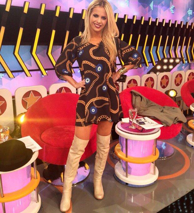 Hoy en @BenditaOk #dress @BASILOTTA #shoes @ferrarocalzados https://t.co/3Rq161njDQ