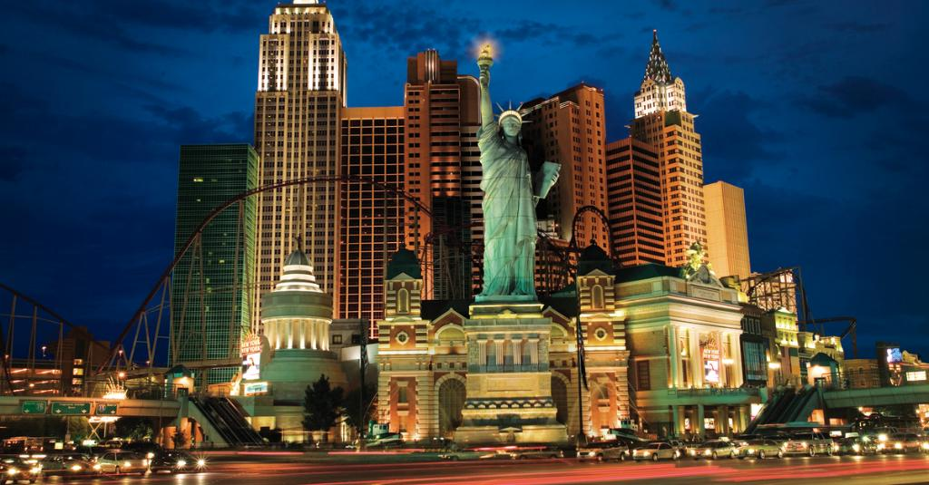 It's another beautiful night in Vegas! Show us your favorite NYNY Vegas photos using #NYNYer! https://t.co/leGChjXT47