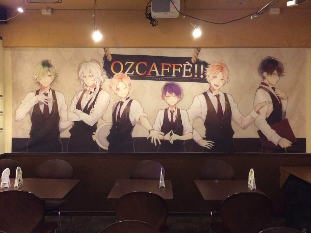 本日より『OZMAFIA!!』コラボカフェ開催!店内ではカラミアやキリエたちがお出迎えしております。アニメの原画も飾られ