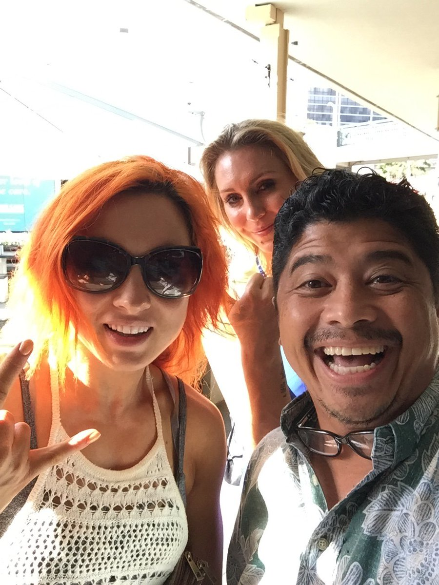 Look who I bumped into WWE Women's Champion @MsCharlotteWWE and @BeckyLynchWWE #todayismyluckyday https://t.co/snWiWMV2lC