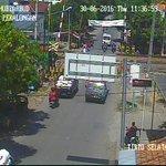 Kamis, 30 Juni 2016 Pk.11.47 WIB. Kondisi Arus lalu lintas pada Simpang TIRTO Terpantau LANCAR. https://t.co/1vNf5wpHwj