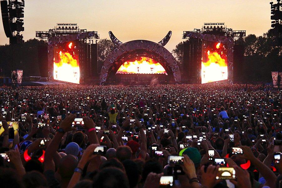 スマホでステージが見えない率直な悩みが無くなるかも  ライブ会場でiPhoneの写真撮影や録音を停止させる特許、アップルが獲得 https://t.co/aPPSQiPgX3 https://t.co/lvAvrtTUuL