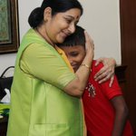 From Geeta to Gurpreet, and now to Sonu! EAM @SushmaSwaraj welcomes the young boy Sonu home from Bangladesh https://t.co/d83vfBEEhw