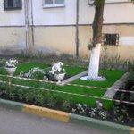 Так выглядит двор на пр. Карла Маркса, 446. Спасибо всем, кто создал эту красоту! @Rudakov_i_a @DepGorHozSamara https://t.co/akdX4lxdXC