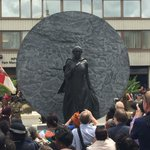 There she stands - the 1st statue of a named black woman in the UK. Her name is #MarySeacole https://t.co/BqnkLbs5ue https://t.co/KeNPuzl1FE