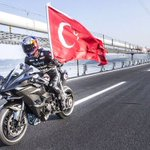 Kenan Sofuoğlu, Osmangazi Köprüsünde yaptığı sürüşte saatte 400 kilometre hıza ulaşarak dünya rekoru kırdı. https://t.co/o9dvprcfdH