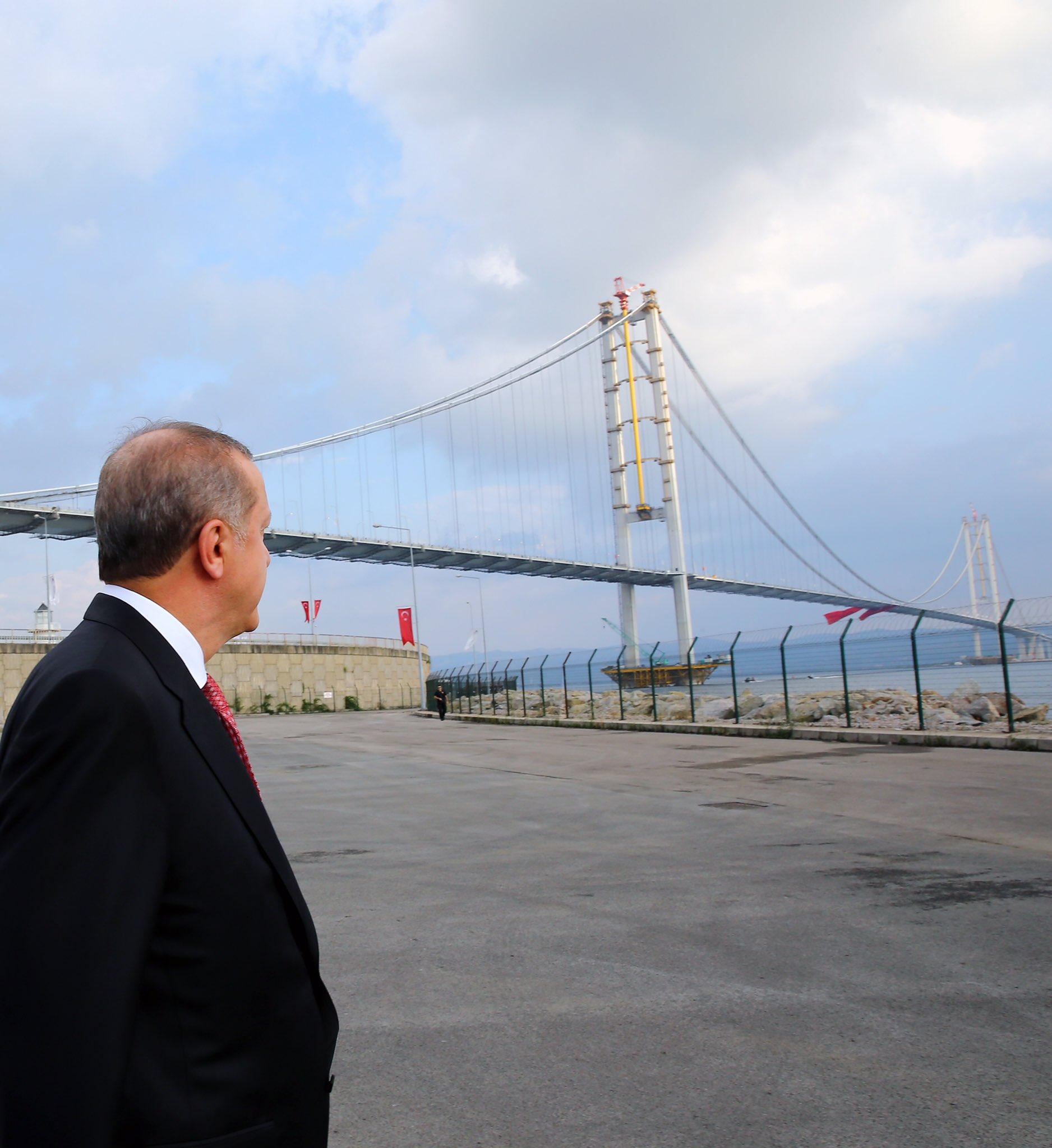 Bugün milletimizin hizmetine sunduğumuz Osman Gazi Köprüsü ülkemize hayırlı uğurlu olsun. https://t.co/i5HQkQYtvp