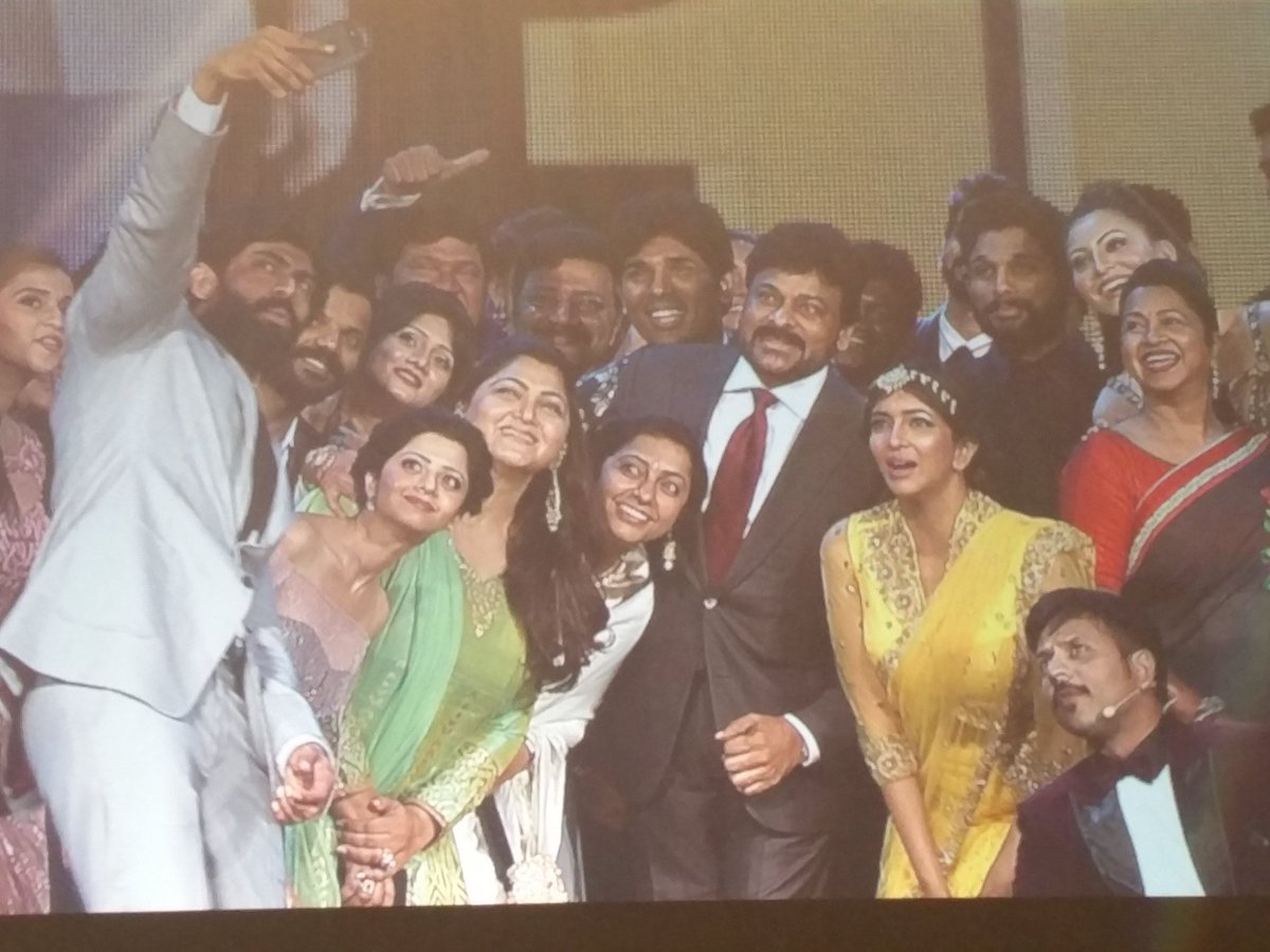 Entire #Telugu #Kannada industry celebrities had a selfie with #Megastar #Chiranjeevi garu at @siima https://t.co/mUyk68AOpS