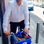 Chargement des tracts sur la défense du bilan de @fhollande et départ en vélo bleu pour le quartier Pasteur #Nice06 https://t.co/aAj7jWnfMr