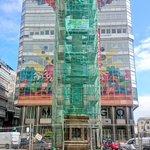 #Coruña - Trabajos de mantenimiento en el Obelisco. Está cubierto d andamios y se aprovechará para arreglar el reloj https://t.co/89Ndim0Z1v