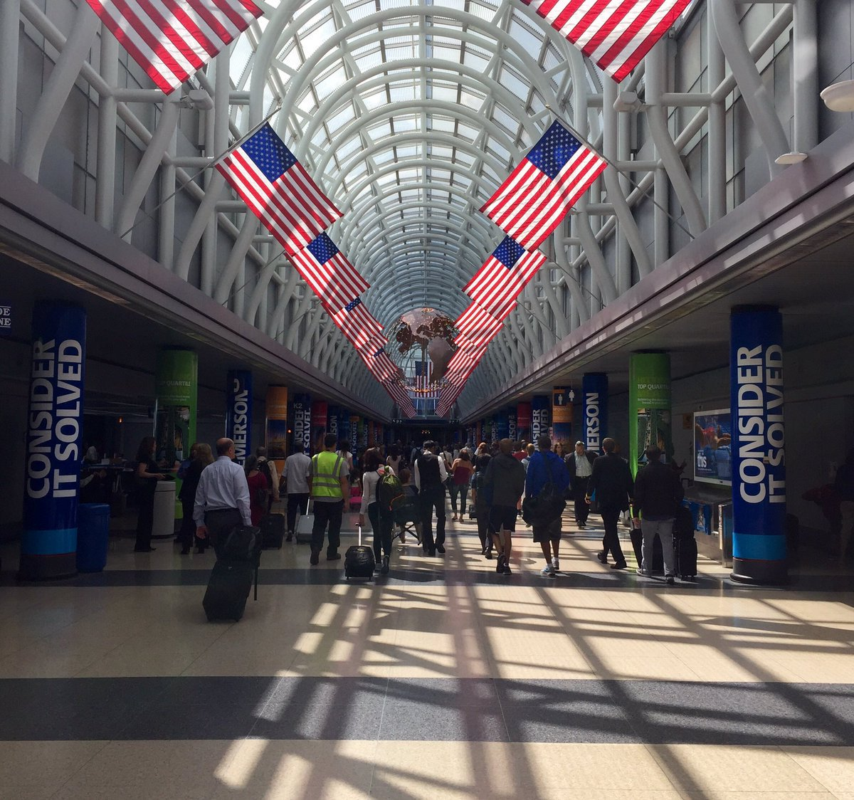 Over 1.5 mill passengers expected to travel via ORD over the holiday period photo:@jcarlough