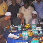 Muslim Ansari Wid Folded Hands While Low Life 420 Dramebaaz @ArvindKejriwal Wears Topi/Shawl 2 ShowOff in Iftaar Pty https://t.co/FGZkusb8iy