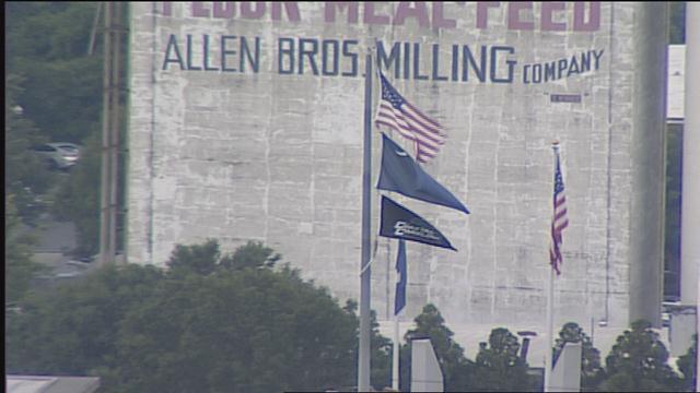 WATCH: Coastal Carolina Flag raised over the State House dome >>https://t.co/veya5RiXCH<< https://t.co/FfnPC2S0UJ