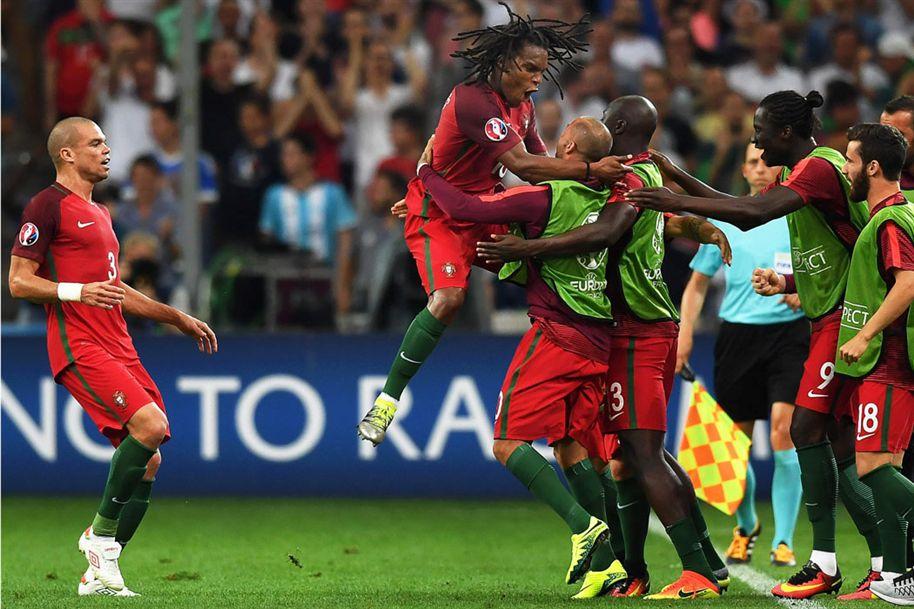 PORTUGAL está nas meias finais!  #POR #EURO2016 https://t.co/tr1mrr493l