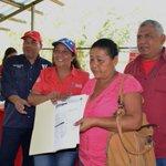@madrugonazo1 Mil títulos de tierras urbanas fueron entregados en #Lara https://t.co/OOiyeVo3jM https://t.co/wSWgAeb7pK