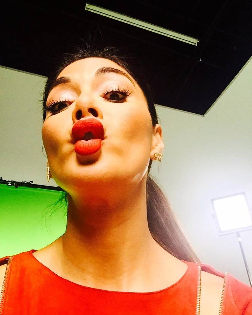 Who wants a kiss?! Too much fun on today photoshoot ???? https://t.co/TLT9MOW5GO https://t.co/N7iNXGewVh
