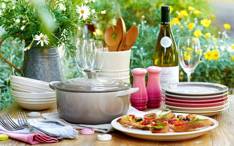 大人気「LE CREUSET」でお料理をはこんで、ガーデンランチはいかが?世界の食卓を美味しく、そして彩り豊かに演出します。#MILLEPORTE https://t.co/zraOw8oKJZ https://t.co/3BiIXfz5fW