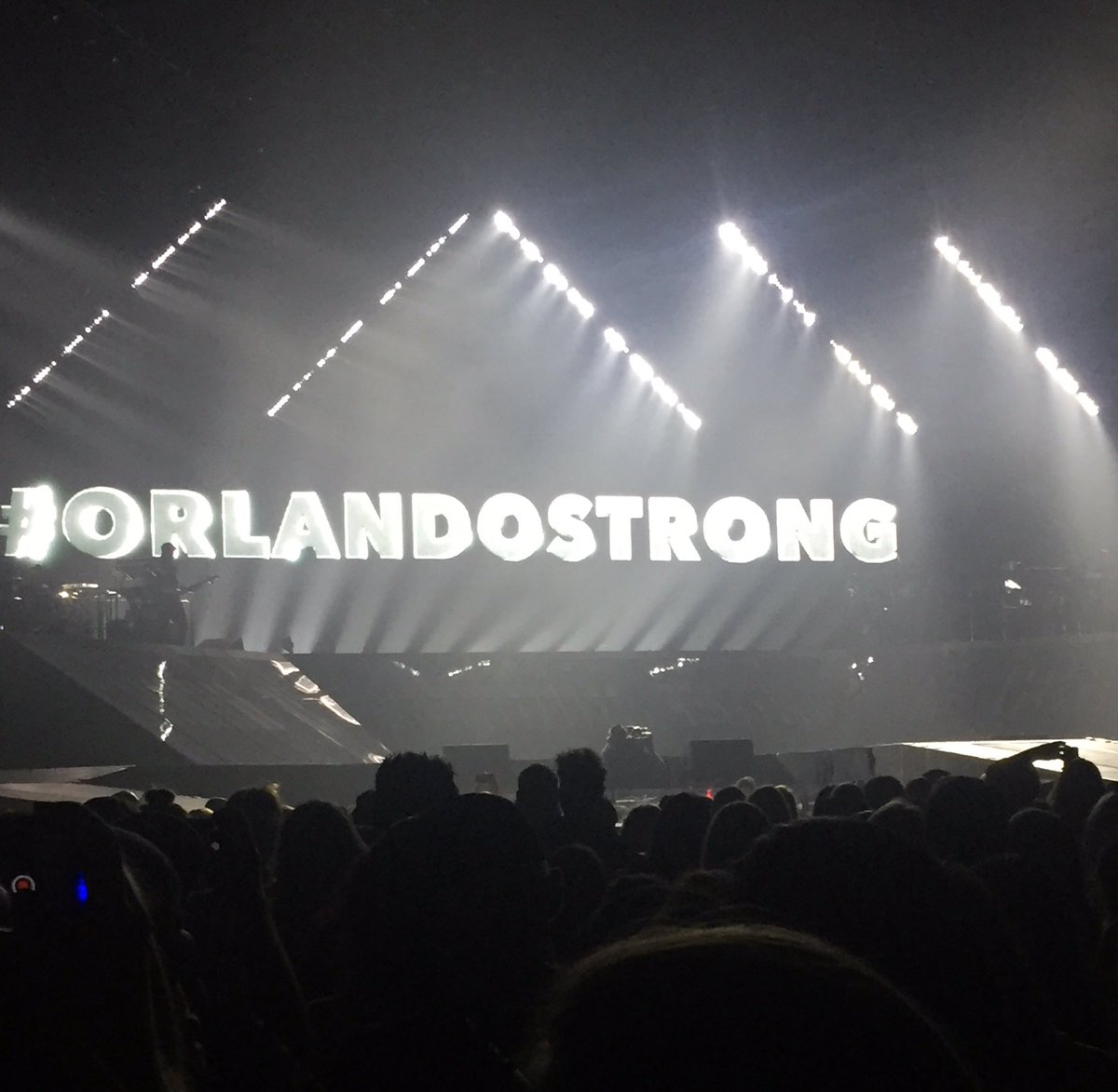 So this appeared on stage @justinbieber tonight @AmwayCenter. #nicemove @WESH https://t.co/PNqL6HVzDD