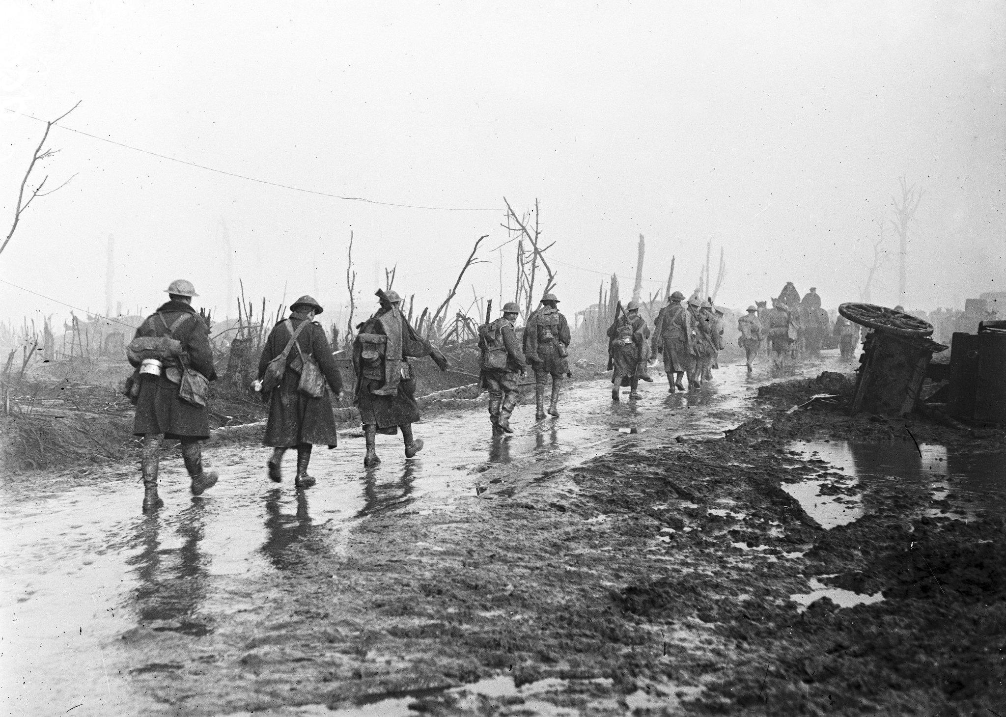 """RT <a href=""""https://twitter.com/armeedeterre"""" target=""""_blank"""">@armeedeterre</a>: Il y a cent ans, le 1er juillet 1916, commençait la bataille de la Somme, l'inconnue... <a href=""""https://t.co/oOnLQNXAxp"""" target=""""_blank"""">https://t.co/oOnLQNXAxp</a><a href=""""https://twitter.com/search?q=1GM&src=typd"""" target=""""_blank"""">#1GM</a> http…"""