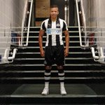 Biggest unveiling here isn't Dwight Gayle, it's that we've got hooped socks again https://t.co/VXFaEFsFcO