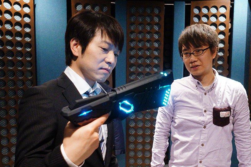 声優・野島健児さんに自動変形型ドミネーターで遊んでいただきました。 https://t.co/RcG4yoDxPU https://t.co/EmwTGjBapK