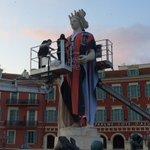 LOGC Nice rhabille la statue dApollon de la place Masséna pour lancer sa campagne dabonnements. #Nice06 https://t.co/UXoWadg1rk