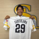 石川柊太投手が、支配下登録選手となりました!! 緊張の会見を終えこの笑顔☆ もう緊張はしていないハズですが、トレーニングルームにいた投手陣に挨拶をする際、声が裏返っていたそうです 笑 これからまた、ご声援をよろしくお願いいたします! https://t.co/EqiyRacV3K