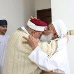 صور من اللقاء الذي جمع سماحة الشيخ أحمد الخليلي مفتي عام السلطنة والمفكر عبدالفتاح مورو ورئيس فريق #تآلف #رمضان https://t.co/URskehXdUo