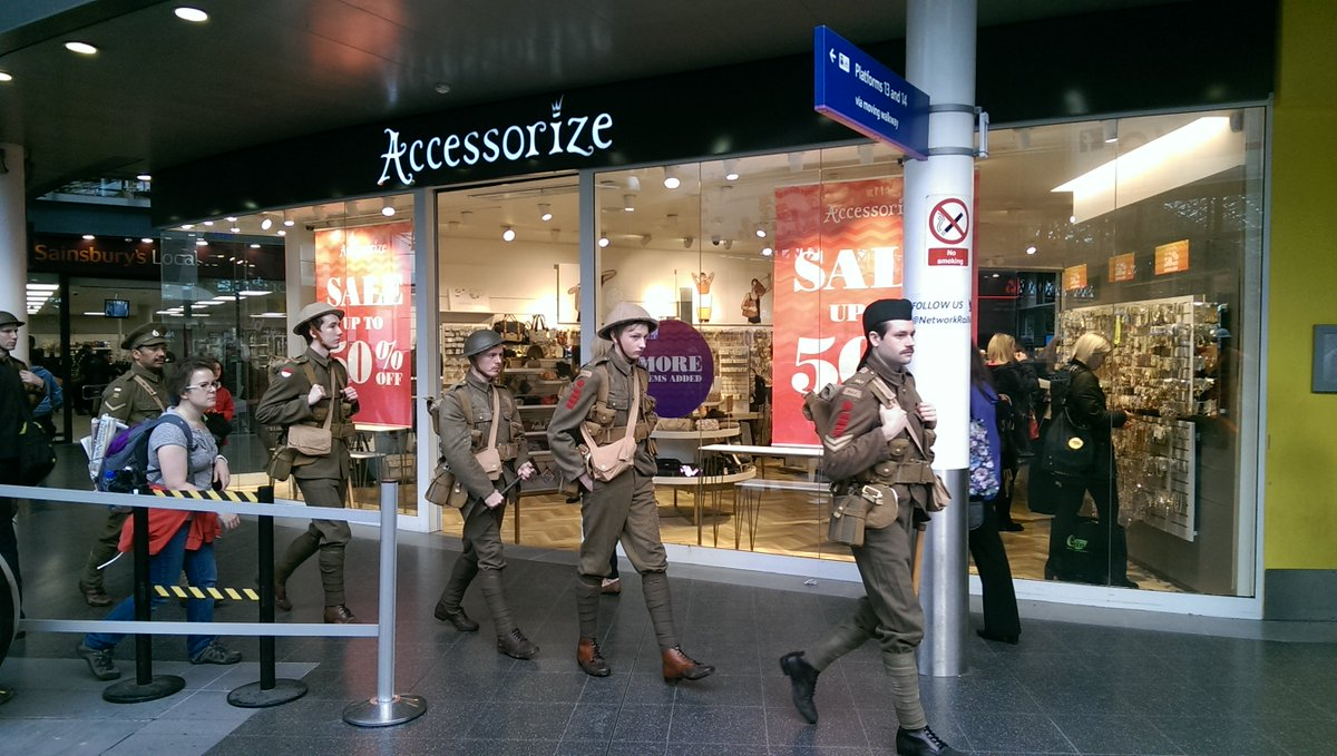 Moving scenes at Manchester Piccadilly this morning to remember those who lost their lives #wearehere #Somme100 https://t.co/jd8jYzcECX