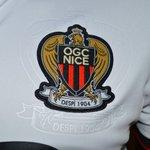 Le nouveau maillot de l #OGCNice Ouille ! Le ptit col blanc ça pite les yeux ! @ogcnice nice #Nice06 https://t.co/nTzmSaYnrA
