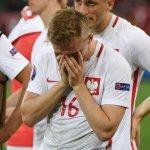 Trauriger Abgang für #Blaszczykowski: Polen scheitert im Elfmeterschießen. https://t.co/2woOWPlM5Y https://t.co/RVHnNyc35E